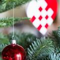 Billede at juletræ med pynt