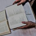 Billede af åben bibel og salmebog
